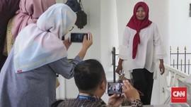 Senyum Baiq Nuril Mengembang Terima Keppres Amnesti Jokowi