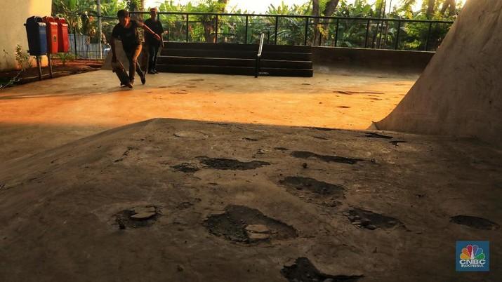 Arena Skatepark ini dibangun menghabiskan dana Rp 800 juta namun kondisinya tak menjamin keselamatan para pemain.