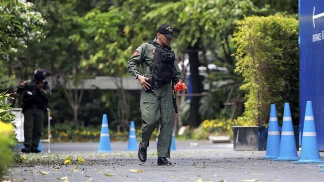 Sebelumnya, kepolisian Thailand juga menemukan dua paket bom palsu di dekat lokasi pertemuan menlu ASEAN berlangsung. (REUTERS/Soe Zeya Tun)