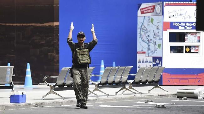 Sejumlah ledakan dilaporkan terdengar di tiga tempat berbeda di Bangkok, Thailand, Jumat (2/8). (Photo by Lillian SUWANRUMPHA / AFP)