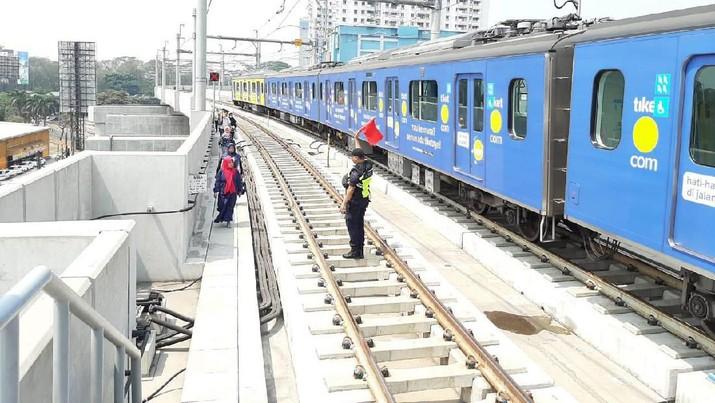 Pemadaman listrik massal terjadi siang ini, mengakibatkan pelayanan MRT sempat terhenti dan terjebak di bawah tanah