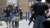 Situasi di lokasi mencekam namun sudah dalam kendali kepolisian. (Mark Lambie/The El Paso Times via AP)