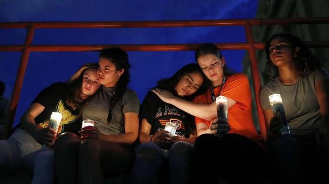 Beberapa hari lalu dua karyawan ditembak mati di sebuah toko Walmart di Southaven, Mississippi, dan tiga orang lain juga tewas ditembak di Gilroy Garlic Festival, California.(AP Photo/John Locher)