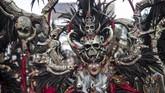 Sebanyak delapan defile suku bangsa akan ditampilkan di karnaval ini yakni Suku Bangsa Aztec (Meksiko), Mongol (Mongolia), Zulu (Afrika Selatan), Viking (Norwegia), Karen (Thailand), Polynesia, dan Indonesia Suku Minahasa (Sulawesi Utara) dan Hudoq (Kalimantan Timur). (JUNI KRISWANTO / AFP)