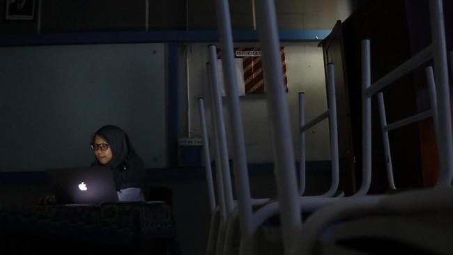 Sejumlah elemen warga mulai berencana mengajukan gugatan atau class action terkait pemadaman listrik ini. (ANTARA FOTO/Muhammad Iqbal)