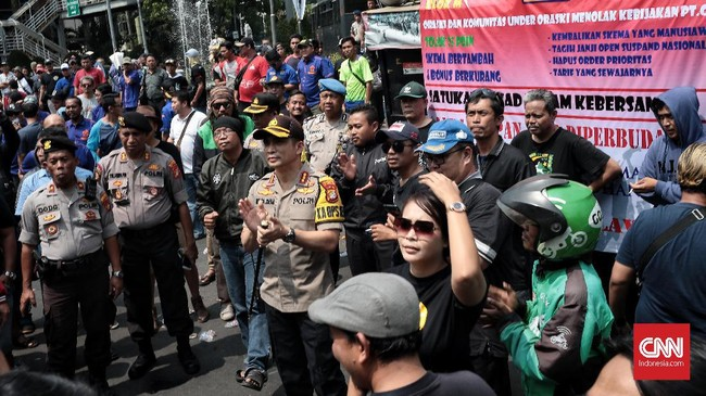 Sementara poin peninjauan serta mengaktifkan kembali status putus mitra mengacu pada Permenhub No.12 tahun 2019 pada Pasal 1 , dengan catatan pelaku tidak terlibat kriminalitas.(CNN Indonesia/Andry Novelino)