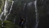 Wisatawan biasanya lebih sering menjangkaunya melalui Kabupaten Lumajang, lewat jalan nasional rute 3 lintas selatan Jawa Timur.