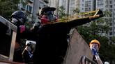 Demonstran di Hong Kong kembali menggerakkan aksi mogok massal pada Senin (5/8). Aksi mereka membuat aktivitas di kota itu lumpuh. (REUTERS/Tyrone Siu)