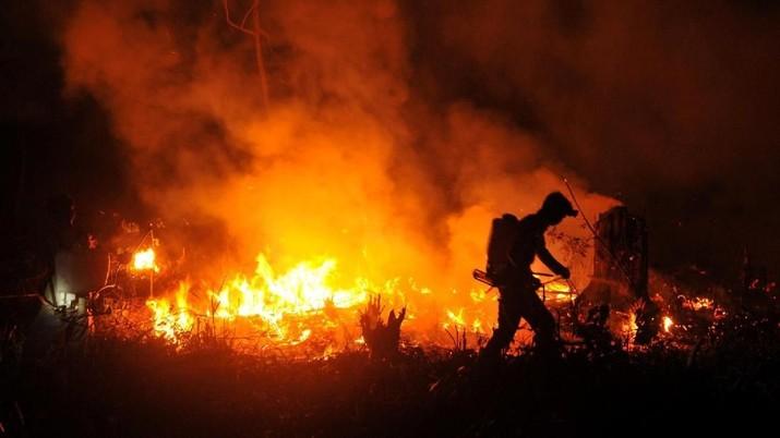 Wiranto memimpin rapat koordinasi terkait kebakaran hutan dan lahan di kantor Kemenko Polhukam, Jakarta, Rabu (21/8/2019).