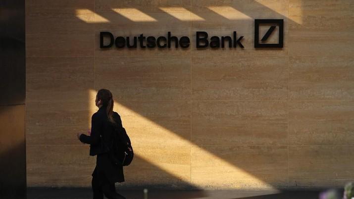 A woman walks past a Deutsche Bank office in London, Britain July 8, 2019. REUTERS/Simon Dawson