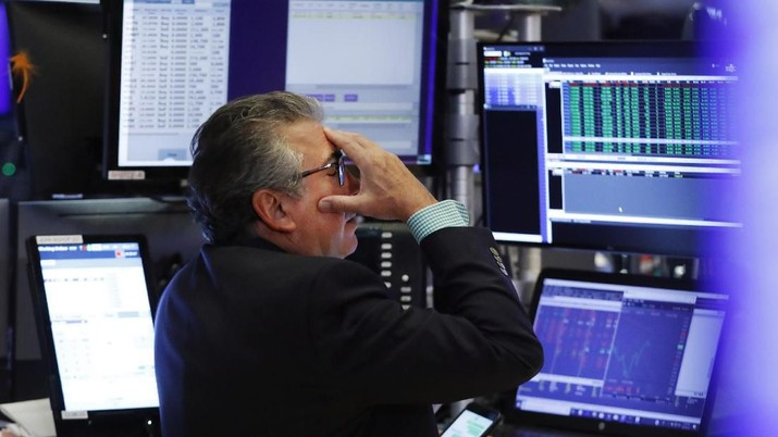 Trader Gregory Rowe works on the floor of the New York Stock Exchange, Monday, Aug. 5, 2019. Stocks plunged on Wall Street Monday on worries about how much President Donald Trump's escalating trade war with China will damage the economy. (AP Photo/Richard Drew)