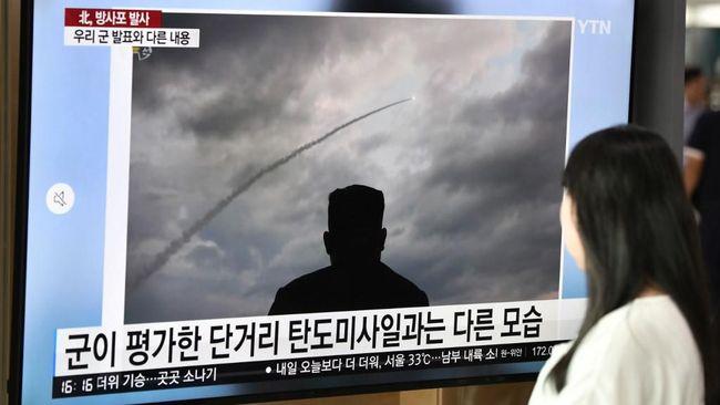 Kim Tersenyum di Uji Senjata 'Super Besar', Trump Tak Senang