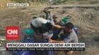 VIDEO: Menggali Dasar Sungai Demi Air Bersih