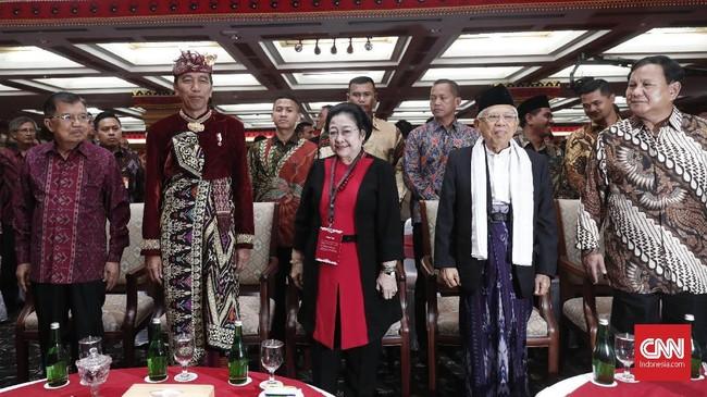 Kongres V PDIP dihadiri berbagai tokoh politik, mulai dari Wapres terpilih Maruf Amin, Ketum Gerindra Prabowo Subianto, hingga Presiden RI Joko Widodo. (CNN Indonesia/Safir Makki)