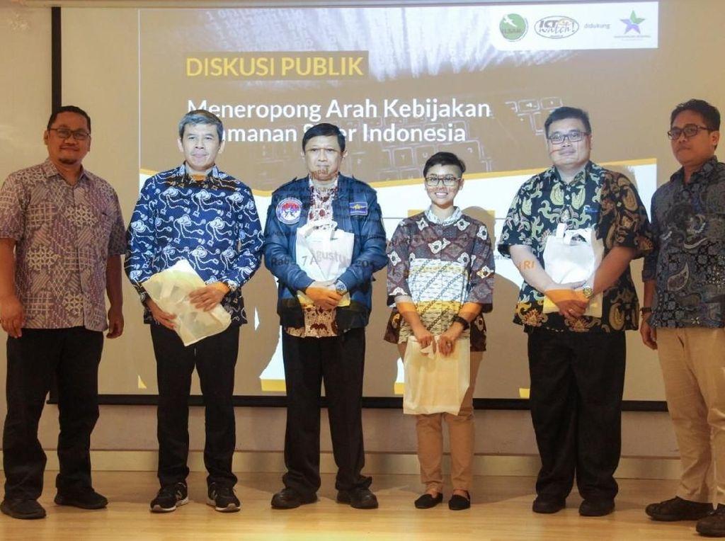Kementrian Komunikasi dan Informatika Republik Indonesia (Kominfo) mendukung untuk pengesahan Rancangan Undang-Undang (RUU) Keamanan dan Ketahanan Siber (KKS). Terutama untuk pengamanan critical infrastructure dan melengkapi Undang-Undang (UU) Informasi dan Transaksi Elektronik (ITE).