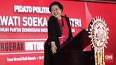 Megawati Soekarnoputri berpidato nyaris satu jam di pembukaan Kongres PDIP. Beberapaucapannya disambut meriah olehkader PDIP, salah satunya ketika meminta Jokowi memberikan jatah menteri terbanyak pada PDIP.(CNN Indonesia/Safir Makki)