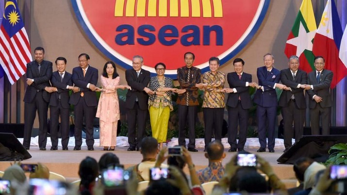 Presiden Joko Widodo (Jokowi) meresmikan gedung Sekretariat ASEAN yang baru di Jalan Sisingamangaraja, Jakarta Selatan, Kamis (8/8/2019).