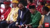 Surya Paloh bersama Suharso Monoarfa saat menghadiri Kongres V PDI Perjuangan di Sanur, Denpasar, Bali. (CNN Indonesia/Safir Makki)