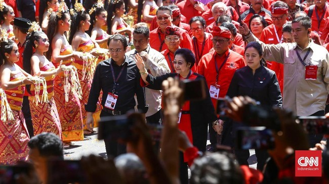 Suasana jelang Kongres V PDI Perjuangan di Sanur, Denpasar, Bali, Kamis (8/8). Kongres digelar hingga 11 Agustus dengan agenda utama pemilihan ketua umum. (CNN Indonesia/Safir Makki)