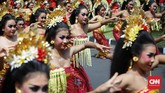 Sebelum Kongres digelar, panitia menyuguhkan berbagai hiburan di antaranya tari Bali massal. (CNN Indonesia/Safir Makki)