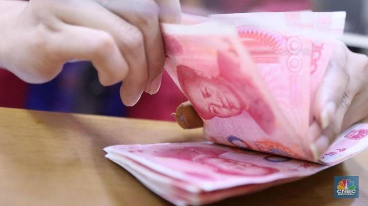 Yuan sebenarnya sudah tertekan sejak awal perdagangan, tetapi pelemahan semakin signifikan terjadi di sore hari setelah Bank Indonesia (BI) memangkas suku bunga