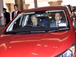 Naik Proton Merah, Ini Momen Jokowi Disopiri Mahathir