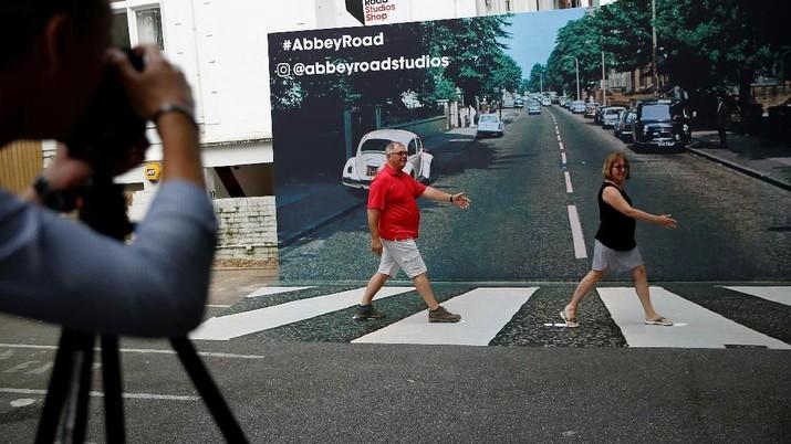 Abbey Road menjadi salah destinasi wajib bagi para Beatlemania yang ingin ziarah ke Inggris.