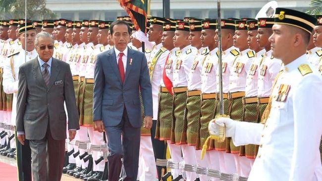 Tiba di Malaysia, Jokowi dan Iriana Disambut Mahathir Mohamad