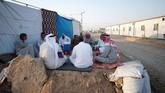 Sebagian besar warga Mosul, Irak, sampai saat ini memilih tinggal di kamp pengungsian, setelah kota mereka porak poranda akibat perang antara ISIS dan pasukan koalisi. (REUTERS/Abdullah Rashid)