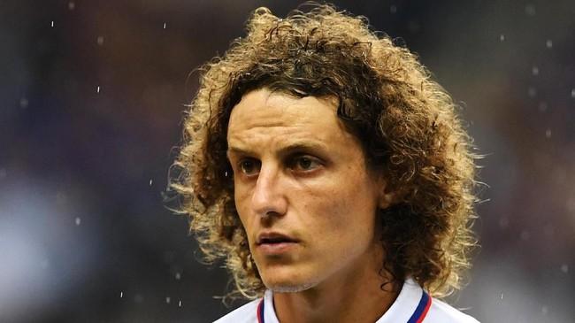 David Luiz secara mengejutkan pindah ke Arsenal dengan dibeli dari Chelsea dengan nilai transfer 8 juta poundsterling. (Photo by CHARLY TRIBALLEAU / AFP)