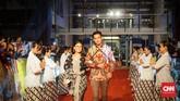 Bintang utama film Perburuan Adipati Dolken dan Ayushita melenggang di gelaran karpet merah Gala Premier Bumi Manusia. (CNNIndonesia/Agniya Khoiri)