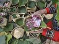 Ragam Wadah Unik Pengganti Bungkus Plastik Daging Kurban
