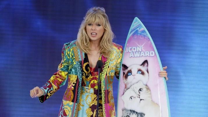 Demi Fans Tak Putus Sekolah, Taylor Swift Transfer Uang!