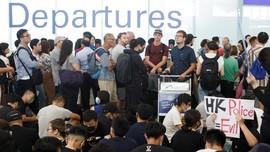Keluh Penumpang Terjebak di Bandara Hong Kong akibat Demo