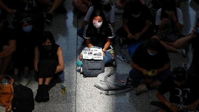 Masyarakat disarankan untuk tidak datang atau menjauhi area bandara. (REUTERS/Issei Kato)
