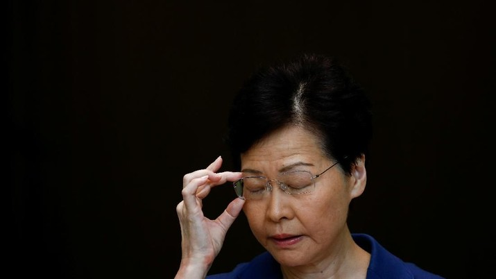 Hong Kong's Chief Executive Carrie Lam gestures during a news conference in Hong Kong, China August 13, 2019. REUTERS/Thomas Peter