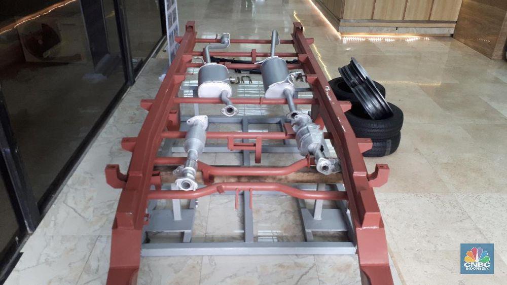 Komponen-komponen mobil Esemka terlihat dipajang di area pameran dan 3 stan yang disediakan Kemenperin.