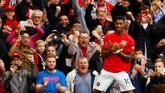 Marcus Rashford(21 tahun) jadi pemain Manchester United yang paling bersinar saat menang telak 4-0 atas Chelsea di Stadion Old Trafford, Minggu (11/8). Penyerang asal Inggris itu mencetak dua dari empat gol The Red Devils. (Reuters/Jason Cairnduff)