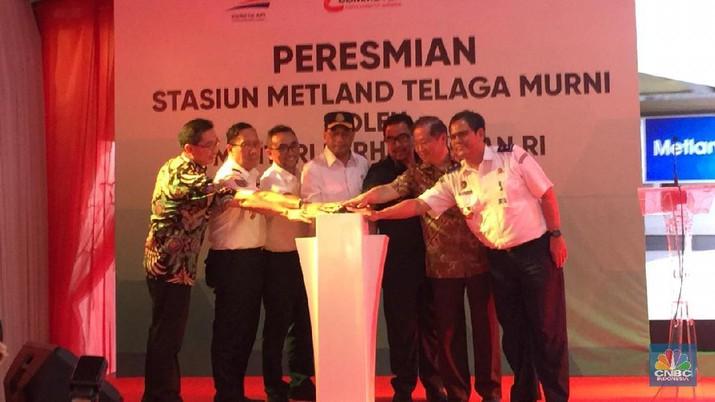 Peresmian Stasiun Kereta Api Metland Telaga Murni di Metland Cibitung, Bekasi. Turut hadir Menteri Perhubungan, Bupati Bekasi, Dirjen Perkeretaapian, dan Dirut PT KAI. (CNBC Indonesia)