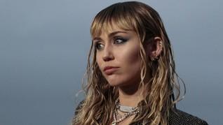 Membongkar 'Slide Away', 'Curhat' Miley Cyrus soal Liam