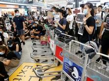 Duh! Massa Aksi Pakai Troli Blokir Terminal Bandara Hong Kong