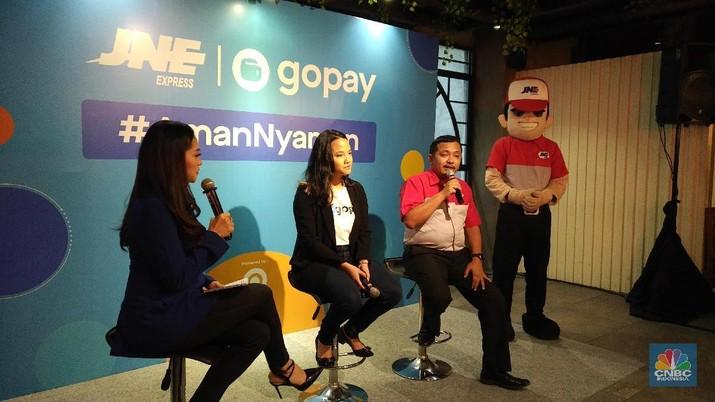 GoPay dan JNE menjalin kerjasama untuk pembayaran di 7 ribu titik layanan JNE seluruh Indonesia.