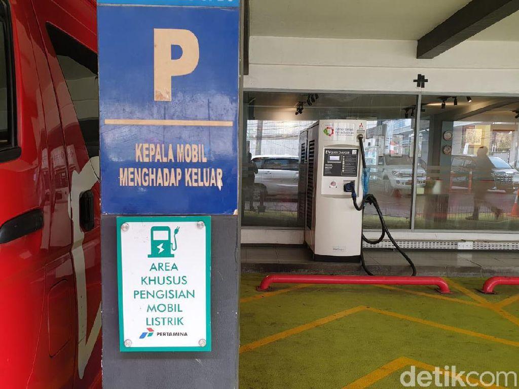 Hingga saat ini fasilitas tersebut belum bisa dimanfaatkan oleh publik. Pasalnya, pihak pengelola belum memiliki aturan yang menentukan tarif rupiah/kWh. Foto: Luthfi Anshori