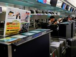 Maskapai Hong Kong Larang Ponsel Ini, Ada Apa?