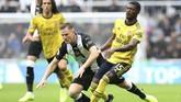 Ainsley Maitland-Niles (21 tahun) tampil bagus saat Arsenal mengalahkan Newcastle United 1-0 pada laga pembuka Liga Inggris di Stadion St James Park, Minggu (11/8). Maitland-Niles memberikan satu assist untuk gol tunggal yang dicetak Pierre-Emerick Aubameyang. (REUTERS/Scott Heppell)
