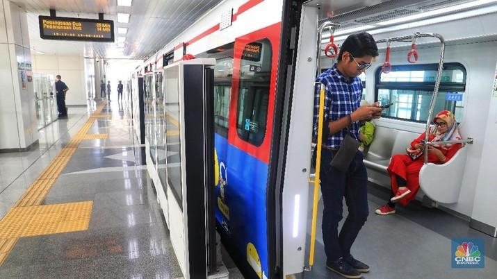 LRT Jakarta berlaku komersial mulai 1 Desember 2019.