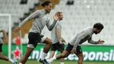 Virgil van Dijk dan Mohamed Salah menjadi tulang punggung kubu Merseyside Merah. (AP Photo/Thanassis Stavrakis)