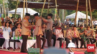 Buwas Anugerahi Jokowi Lencana Tunas Kencana di Hari Pramuka