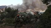 Kebakaran hutan di Yunani lazim terjadi di musim kemarau. Tahun lalu sebanyak 100 orang meninggal akibat karhutla di Desa Mati, sebelah utara Athena. (AP Photo/Yorgos Karahalis)