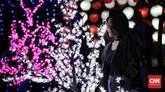Rencananya ada juga pertunjukan lampu laser yang diiringi musik. Pertunjukan pertama dimulai pukul 18.30-18.55 WIB, pertunjukan kedua dimulai pukul 20.00-20.55 WIB, dan pertunjukan ketiga dimulai pukul 21.00-21.25 WIB. (CNN Indonesia/Adhi Wicaksono)
